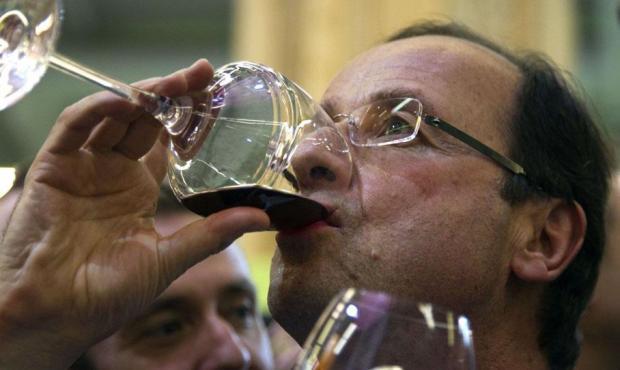 """Résultat de recherche d'images pour """"comment tenir son verre de vin"""""""