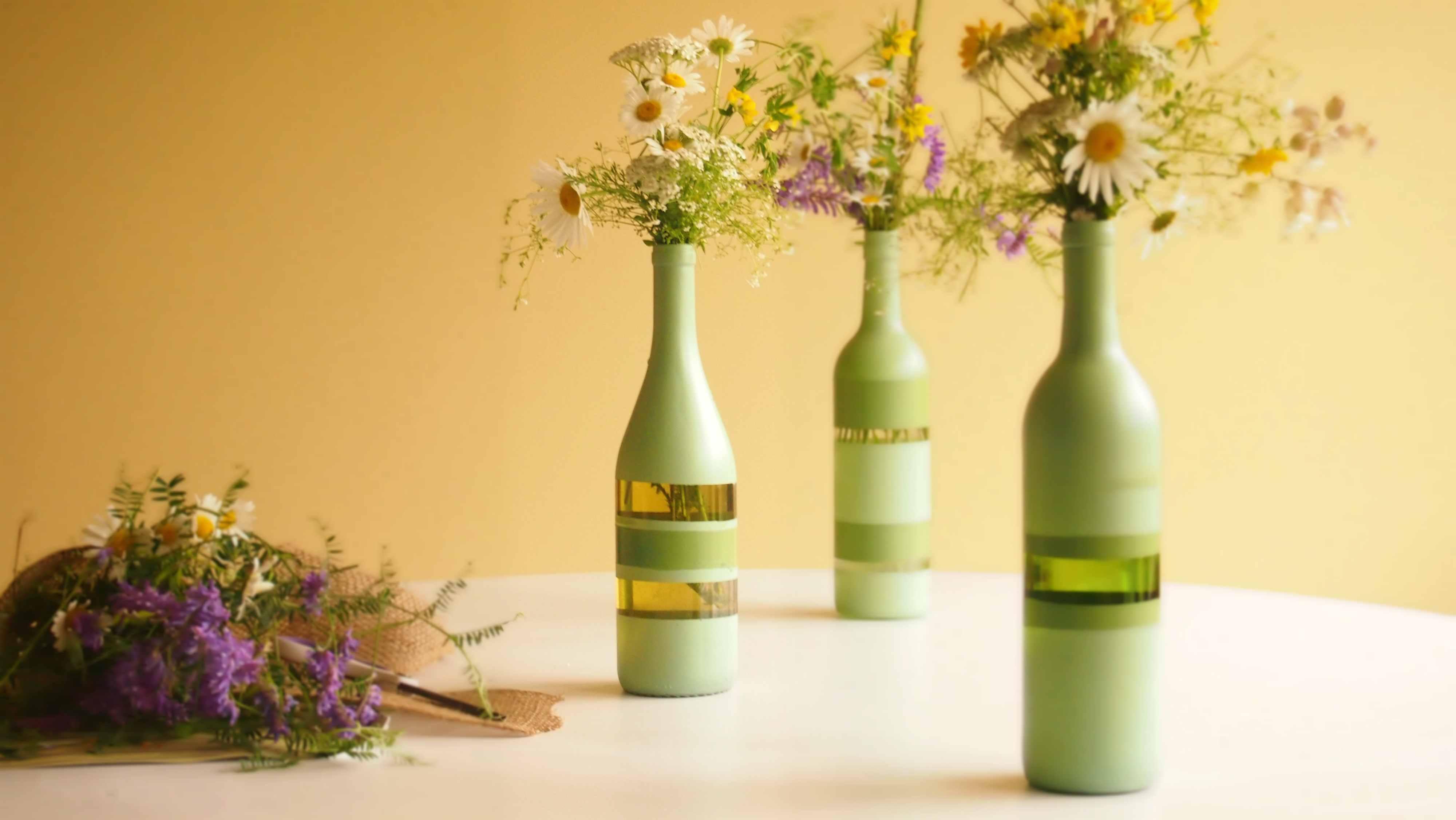 Quelques Coups De Peinture Sur Une Bouteille Vide Et Vous Voil Avec Un Magnifique Vase Pour Le Prix Leffort Que A Demandera On Conseille Den